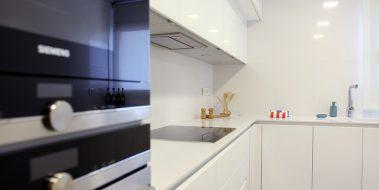 Cocina de diseño exclusivo para Novamar, con madera HDF de alta densidad